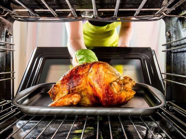 Запекают мясо в духовке с включенным верхним тэном / от шеф-повара / Илья Лазерсон / Мировой повар