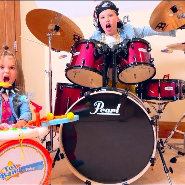 Мистер Макс и Мисс Кэти   Барабаны для Макса и Кати или Max & Katy play on Musical Instruments