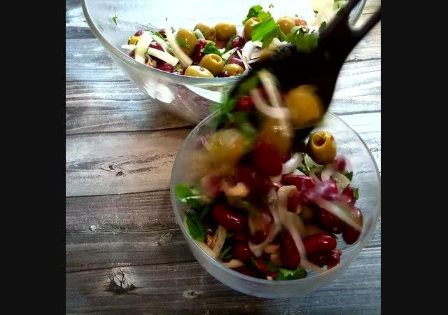 Гости на пороге и Вам их нечем угостить? Готовьте салат с консервированной фасолью и оливками.