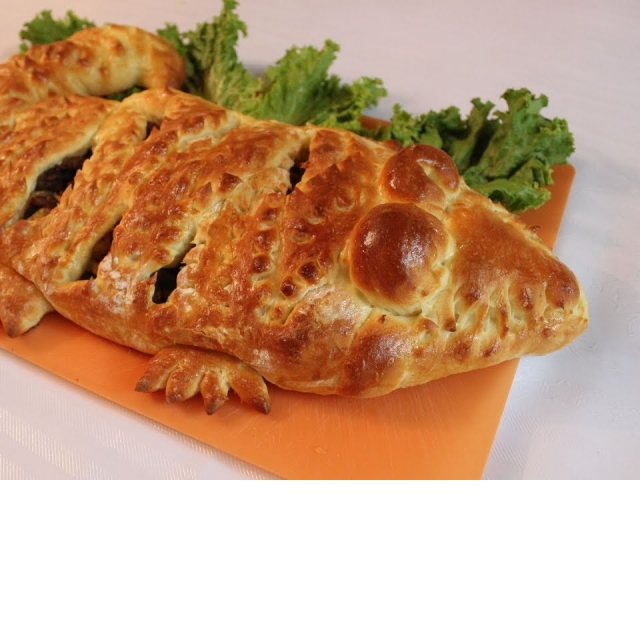 """Мясной пирог """"Крокодил"""" в духовке"""