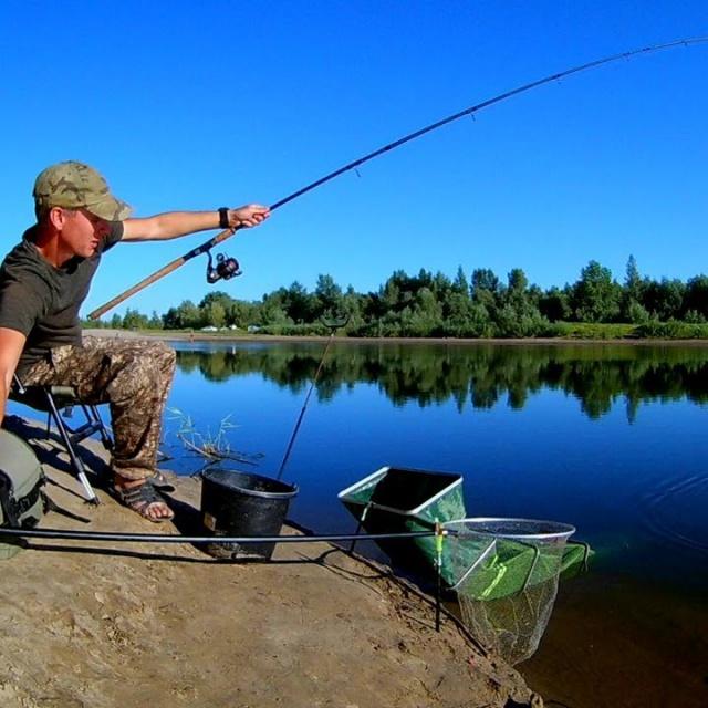 Разгибает крючки и рвёт поводки Рыбалка на реке Ахтуба 2018 Ловля на фидер