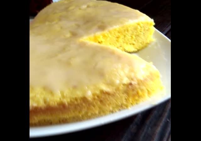 Лимонный кекс с глазурью.