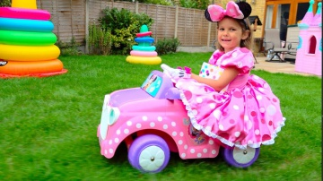 Minnie Mouse Катя уборка в доме и Дети играют в кафе