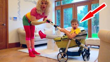 Мисс Кэти К нам приехала Подружка няни с маленькой коляской и Kids VS babysitters