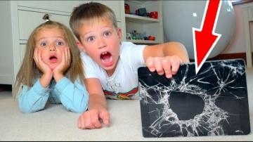 Макс РАЗБИЛ ПЛАНШЕТ iPad Катя ВСЕ ИСПОРТИЛА Kids bought a new MacBook Pro 2018 for children