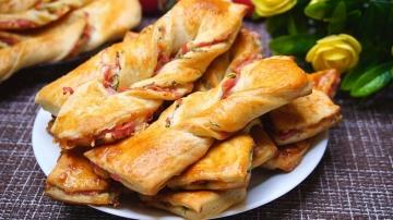 Быстрые слойки с сыром и колбасой | Рецепт Калнина Наталья