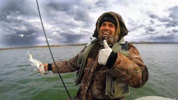Ловля на спиннинг поздней осенью Рыбалка с лодки 2019 последнее видео