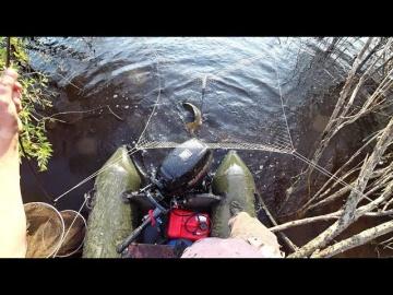 Жесть сазаны чуть не утащили меня с лодки Рыбалка на паук подъёмник