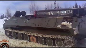 Вездеход мтлб застрял в грязи на бездорожье севере России Russian tank stuck in the mud