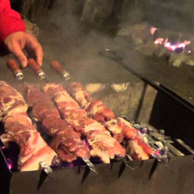 Армянский шашлык из свинины от Оганеса Акопяна (Часть 2). Видео рецепт. Смотреть