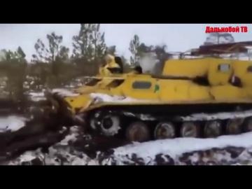 ВЕЗДЕХОДЫ Прут по непроходимому бездорожью севера России Брод на вездеходе застрял