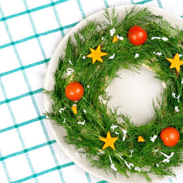 Венок из оливье на Новый Год рецепт приготовления