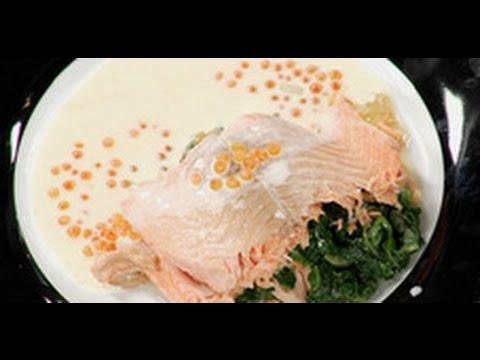 Форель, фаршированная шпинатом с соусом рецепт от шеф-повара /  Илья Лазерсон / Обед безбрачия