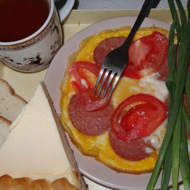 Рецепт пирога с колбасой и сыром из слоеного теста