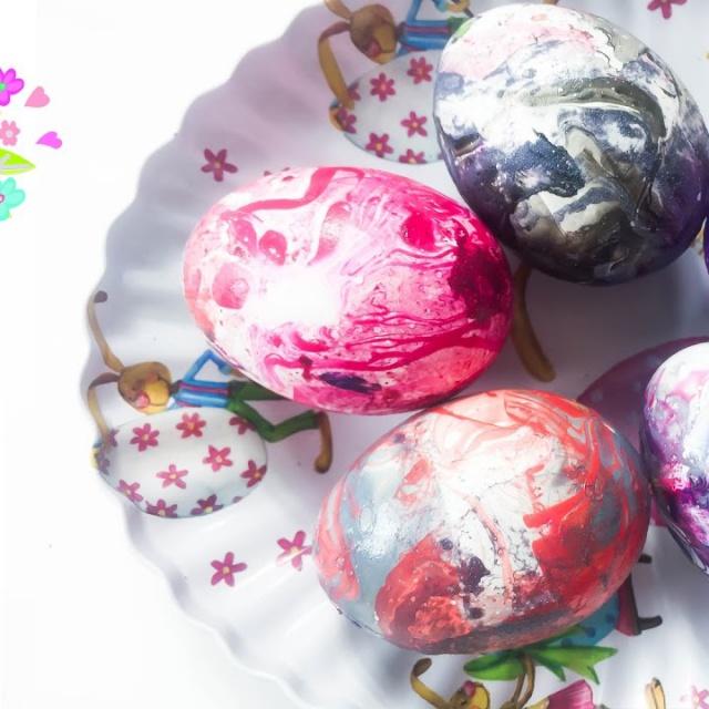 КРАСИМ ЯЙЦА ЛАКОМ ДЛЯ НОГТЕЙ Оригинальные яйца к Пасхе