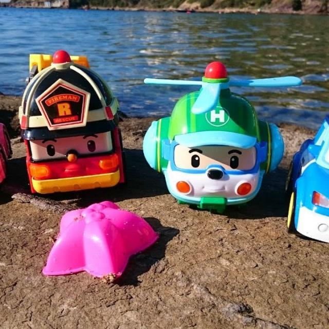 Робокар Поли на пляже. Игры для детей с машинками
