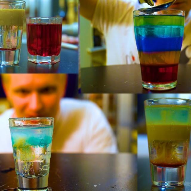 Алкогольные слоеные коктейли (18+).