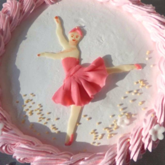 украшаем торт кремом.торт  для девочки с балериной!Ballerinatorte