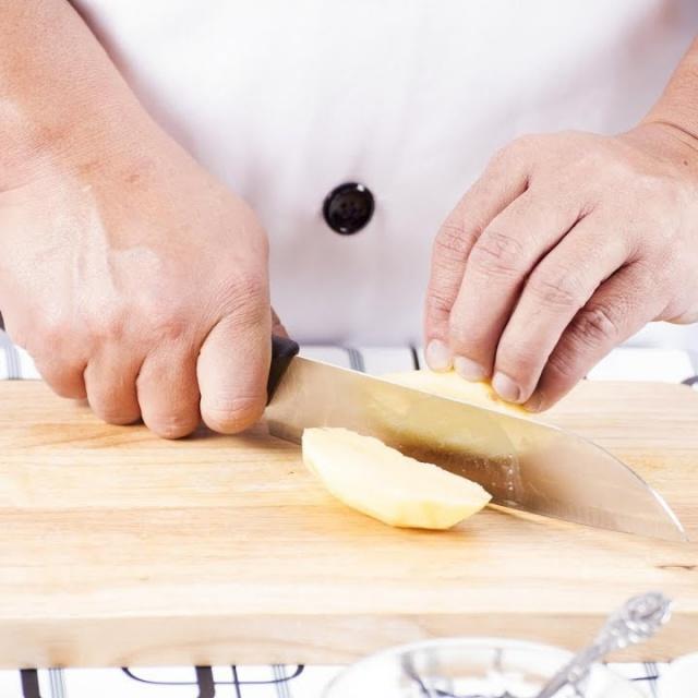 Картошку правильно резать на доске / мастер-класс от шеф-повара / Илья Лазерсон / Кулинарный ликбез