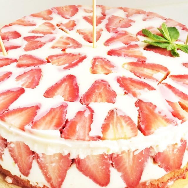 Торт с клубникой | Бисквитный