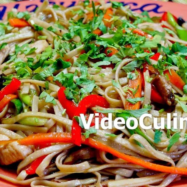 Лапша с куриной грудкой и овощами в китайском стиле | Рецепт бабушки Эммы