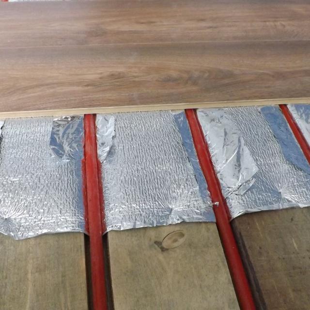Теплый пол под ламинат без цементной стяжки