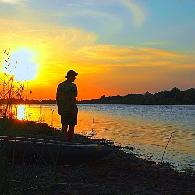 Осенняя рыбалка с ночёвкой 2018 Ловля сома на личинку жука