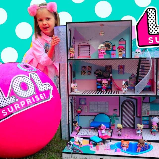 Мисс Кэти Катя с папой собирают игрушечный домик ЛОЛ для кукол