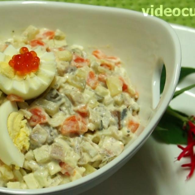 Салат с сельдью по-русски видео рецепт от Бабушки Эммы