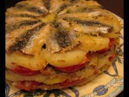 Ирина Хлебникова -  Запеканка с мелкой рыбой, картошкой и помидорами рецепт