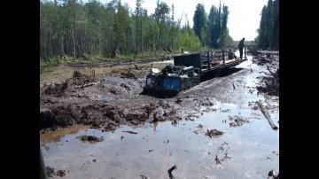 """Мощные вездеходы МТЛБ и ДТ 30 """"Витязь"""" на бездорожье севера"""