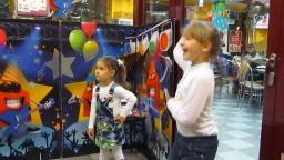 Мариночке исполнилось 4 года. Mcdonalds . Танцы, подарки и торт.