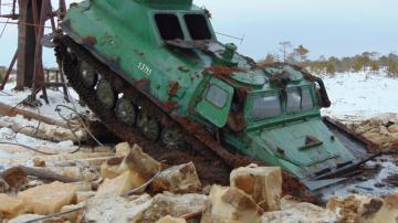 Вездеходы прут по суровым дорогам севера застрял в грязи Экстрим Бездорожье