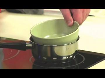 Как растопить СЛИВОЧНОЕ МАСЛО на водяной БАНЕ шеф-повар / Илья Лазерсон