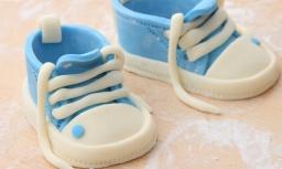 Детские ботиночки кроссовки из сахарной мастики / Кеды из мастики / Украшение тортов