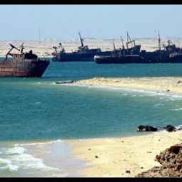 Чудеса Африки: Самое большое в мире кладбище кораблей: Нуадибу Мавритания