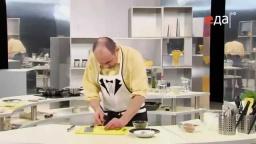 Как правильно нарезать соленые огурцы мелкими кубиками мастер-класс от шеф-повара / Илья Лазерсон