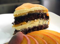 Рецепт - Шоколадный торт с персиками (используется мастика для украшения)