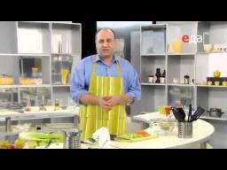 Как нарезать стебли сельдерея длинной соломкой мастер-класс от шеф-повара / Илья Лазерсон