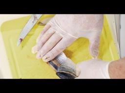 Как снять кожу с селёдки Два способа | Илья Лазерсон | Обед безбрачия