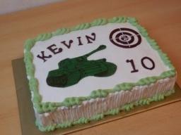 """украшаем торт кремом.Торт """"Танк"""" для мальчика"""