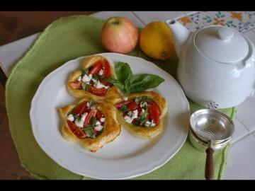 Юлия Высоцкая — Тарталетки с помидорами и соусом песто