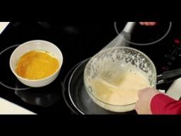 Как взбить желтки на водяной бане венчиком / от шеф-повара / Илья Лазерсон / Обед безбрачия