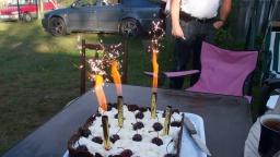 Фонтан фейерверк для праздничного торта