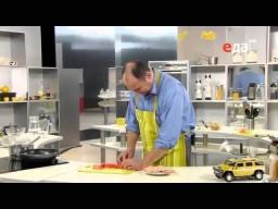 Как нарезать лук соломкой (полукольцами) мастер-класс от шеф-повара / Илья Лазерсон