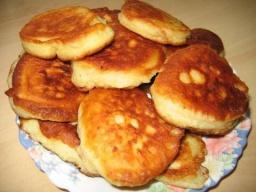 Светлана Чернова -  Оладьи на дрожжах- получаются пышными и очень вкусными.