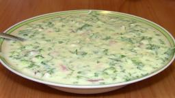 Рецепт вкусной окрошки с колбасой | Окрошка на минералке с сметаной и майонезом