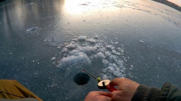 Зимняя рыбалка Вечерний клев окуня