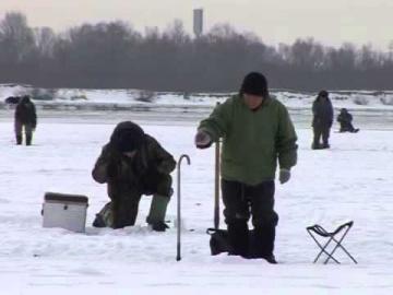 Видео как поймать окуня зимой