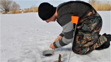 Щука на жерлицы в марте. Закрытие сезона зимней рыбалки на жерлицы. Куча поклевок на жерлицы.
